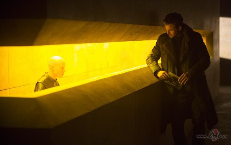 Filmas Pa asmeni skrejošais 2049 11 - foto no filmas