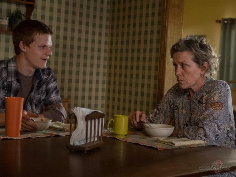 Filmas Trīs paziņojumi pie Ebingas Misūri štatā 8 - attēls no filmas